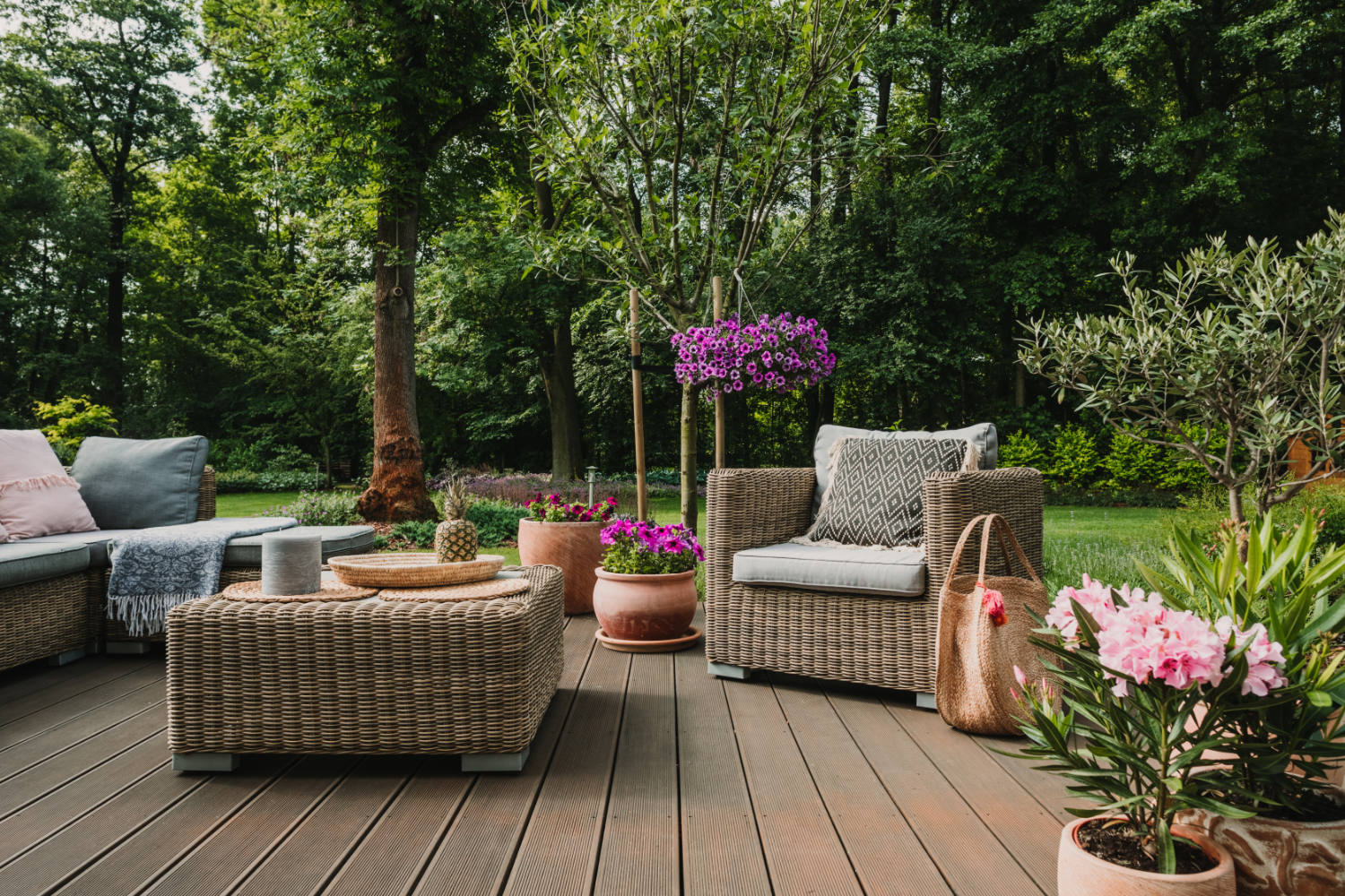 Protecting Garden Furniture and Tools with Storage